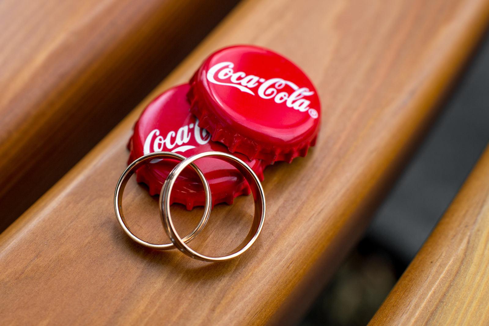 кольца и coca-cola