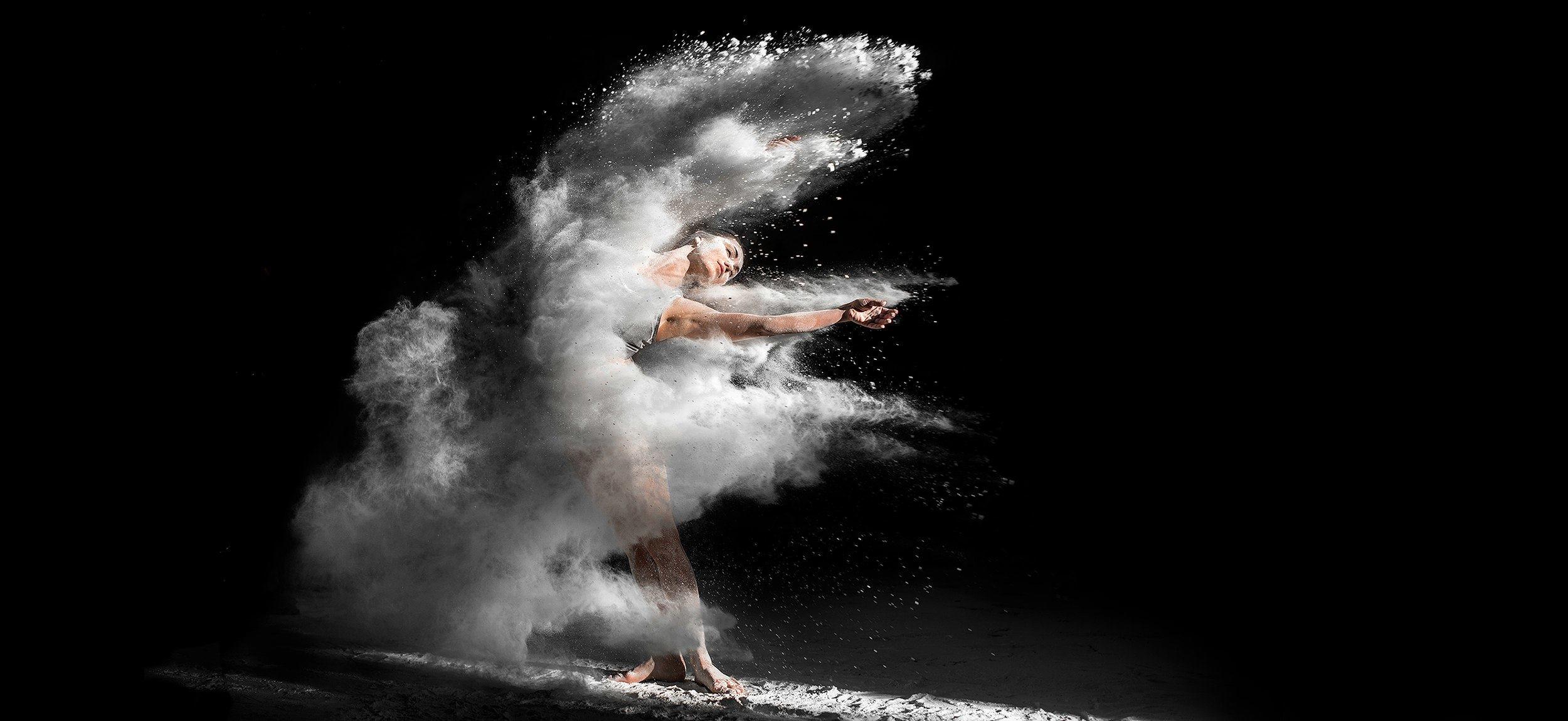 Танцы девушка в муке