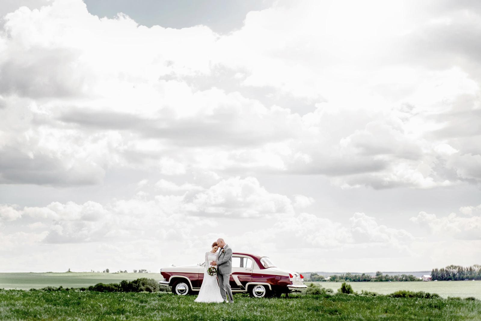 свадьба красная машина